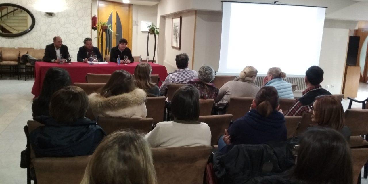 Santiago Centro reuniu a hostaleiros e comerciantes para falar do parking