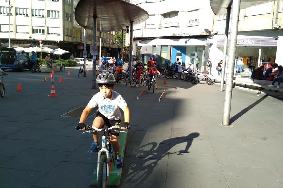 Casi un cento de ciclistas, na Marcha Popular +BICI