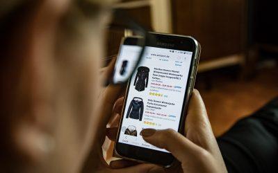Máis de metade dos españois compran en tendas en liña dúas veces ao mes
