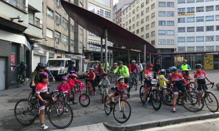 Ciclistas de todas as idades participaron na terceira marcha +BICI