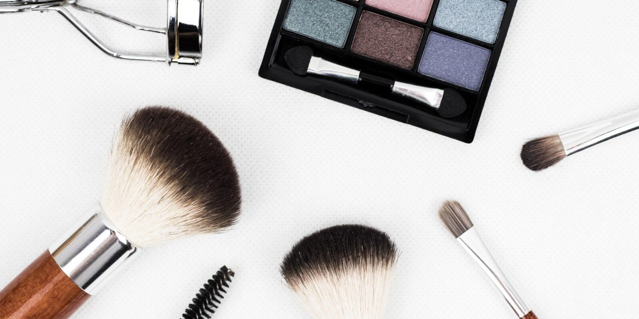 Probadores de beleza sen contacto, así cambia a experiencia de compra post-Covid