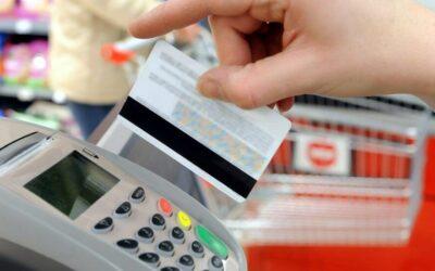 Los pagos contactless y con tarjeta ya suponen 80% del gasto en tiendas físicas
