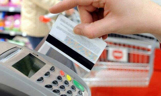 Os pagos sen contacto e con tarxeta xa representan o 80% do gasto en tendas físicas