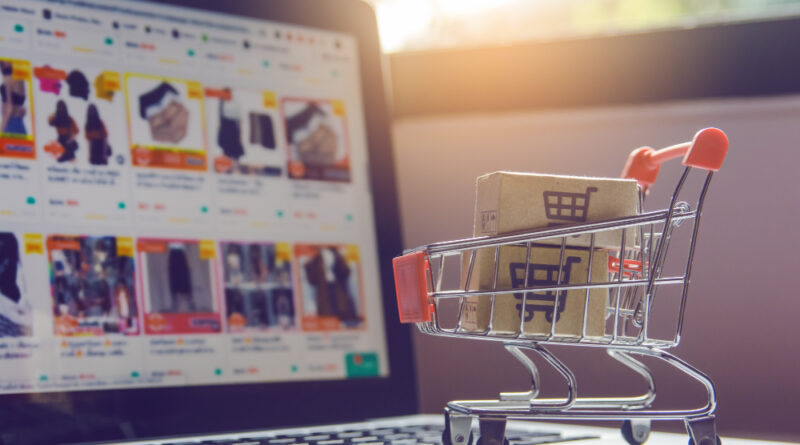 A canle de comercio electrónico creceu case un 50% en 2020, o maior repunte dunha década